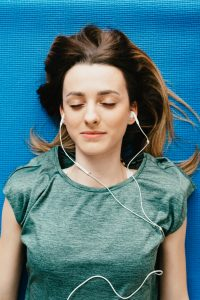Young teen girl in green listening to music. When perfectionism and teens mix, often anxiety with teens shows up and hinders therapy school and relationships. To get the support try online anxiety treatment. You will work with Helena Madsen in Solution Focused Brief Therapy to reach a quick solution for your teen. Call now!